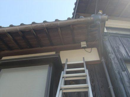 スズメバチ駆除 京田辺市 個人宅 1階軒下の処理後写真(拡大)