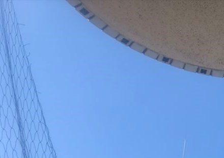 池田市・マンション(個人宅)の防鳩ネット補修の事例 の処理前写真(拡大)