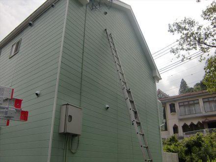 箕面市・個人宅のアシナガバチ駆除の事例の処理前写真(拡大)