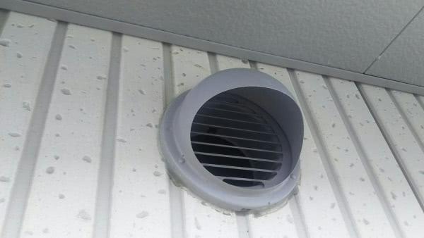 ツバメの巣撤去 吹田市 事務所 換気口上画像