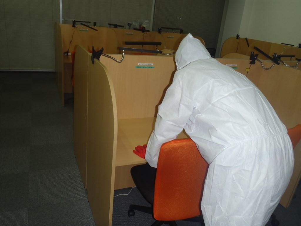 新型コロナウイルス消毒 アルコール清拭 机