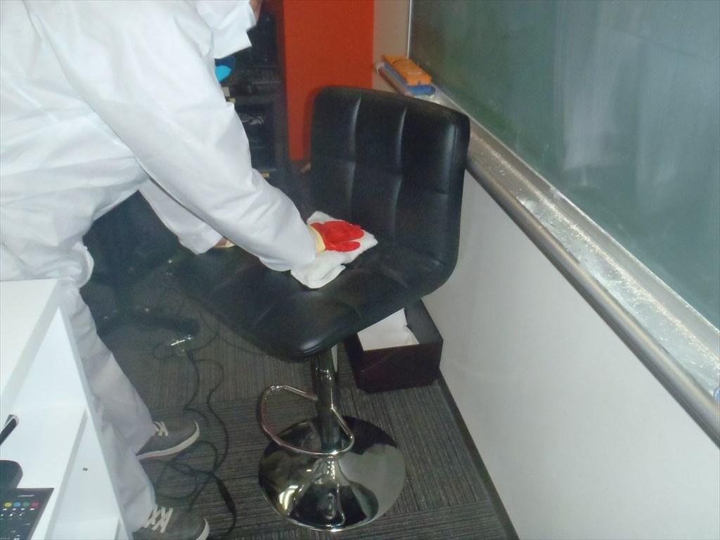 新型コロナウイルス消毒 アルコール清拭 椅子